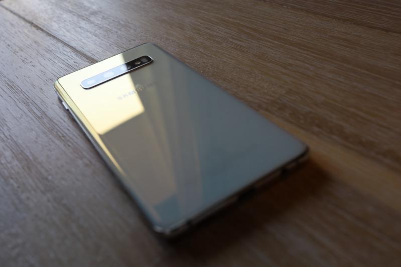 Galaxy S10はイヤホンジャックを搭載。その他の接続方法なども解説