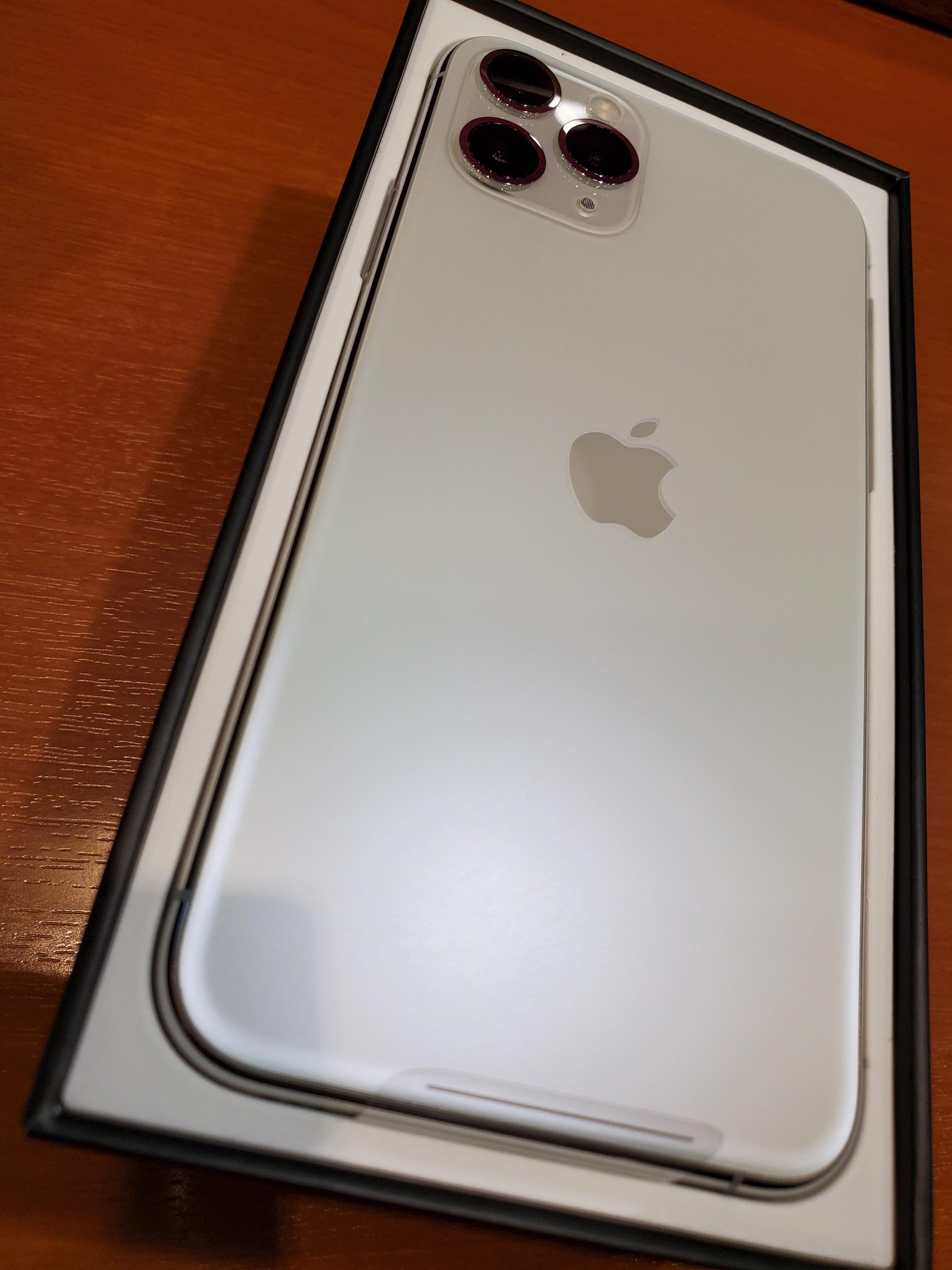 iPhone 11 Proを購入レビュー。背面の高級感に酔う