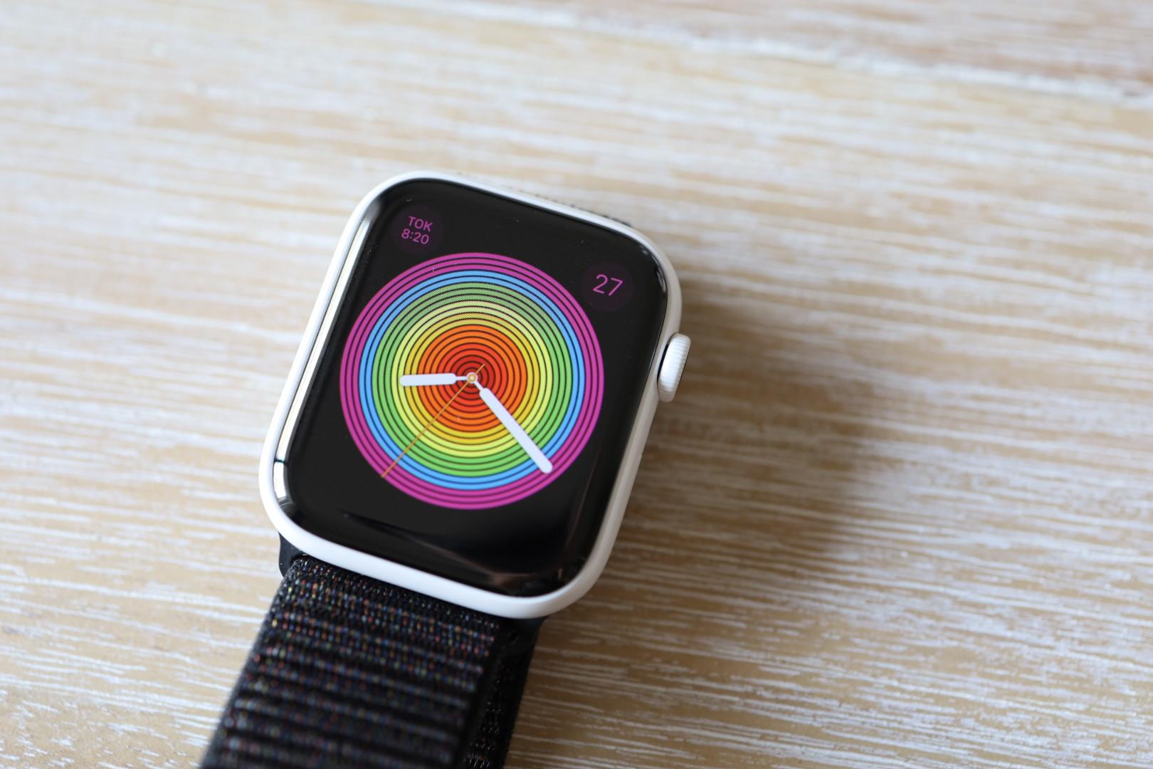 アップルウォッチ5 ホワイトセラミックケースの外観を購入チェック。